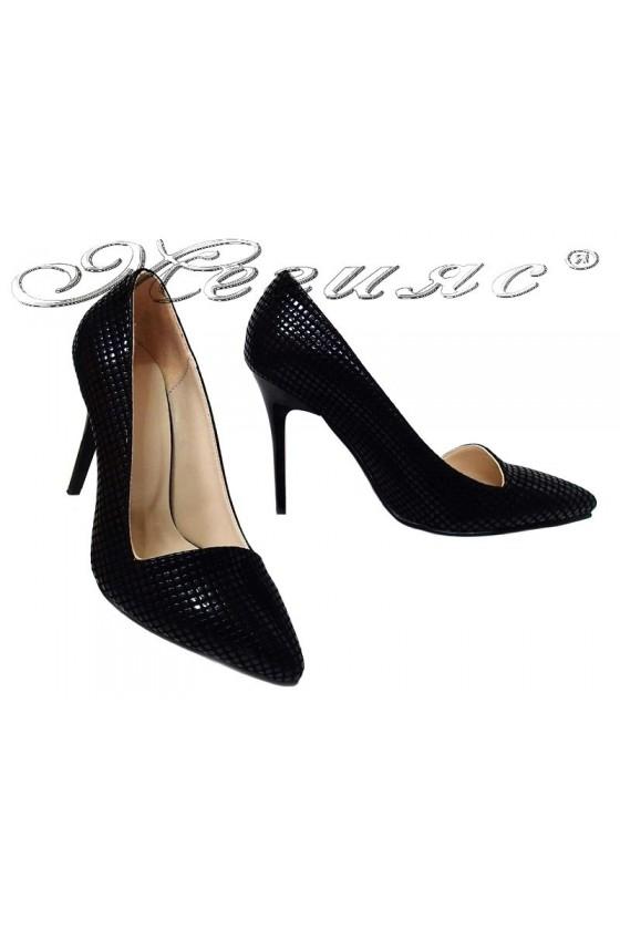 Дамски елегантни обувки 015105 черни релеф остри с висок ток