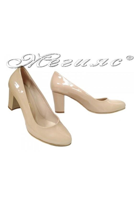 Дамски обувки 99 бежов лак заоблени с широк среден ток