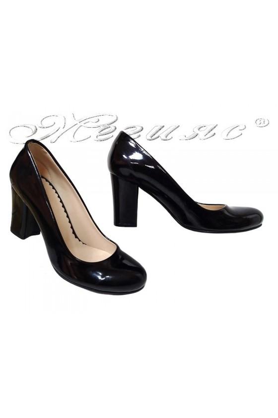 Дамски обувки 2079 черни лак с широк ток