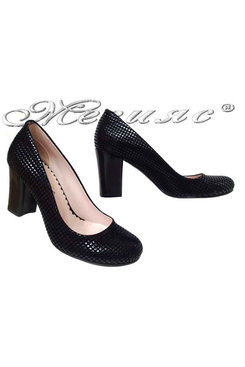 Дамски обувки 2079 черни релеф с широк ток