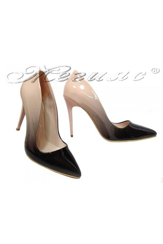Дамски обувки 5596 бежово преливащо лак висок ток остри