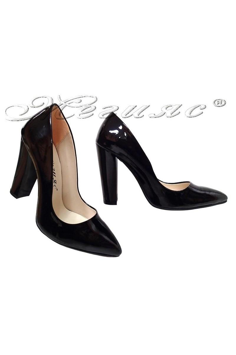 Дамски обувки 195 черни лак елегантни остри с широк ток