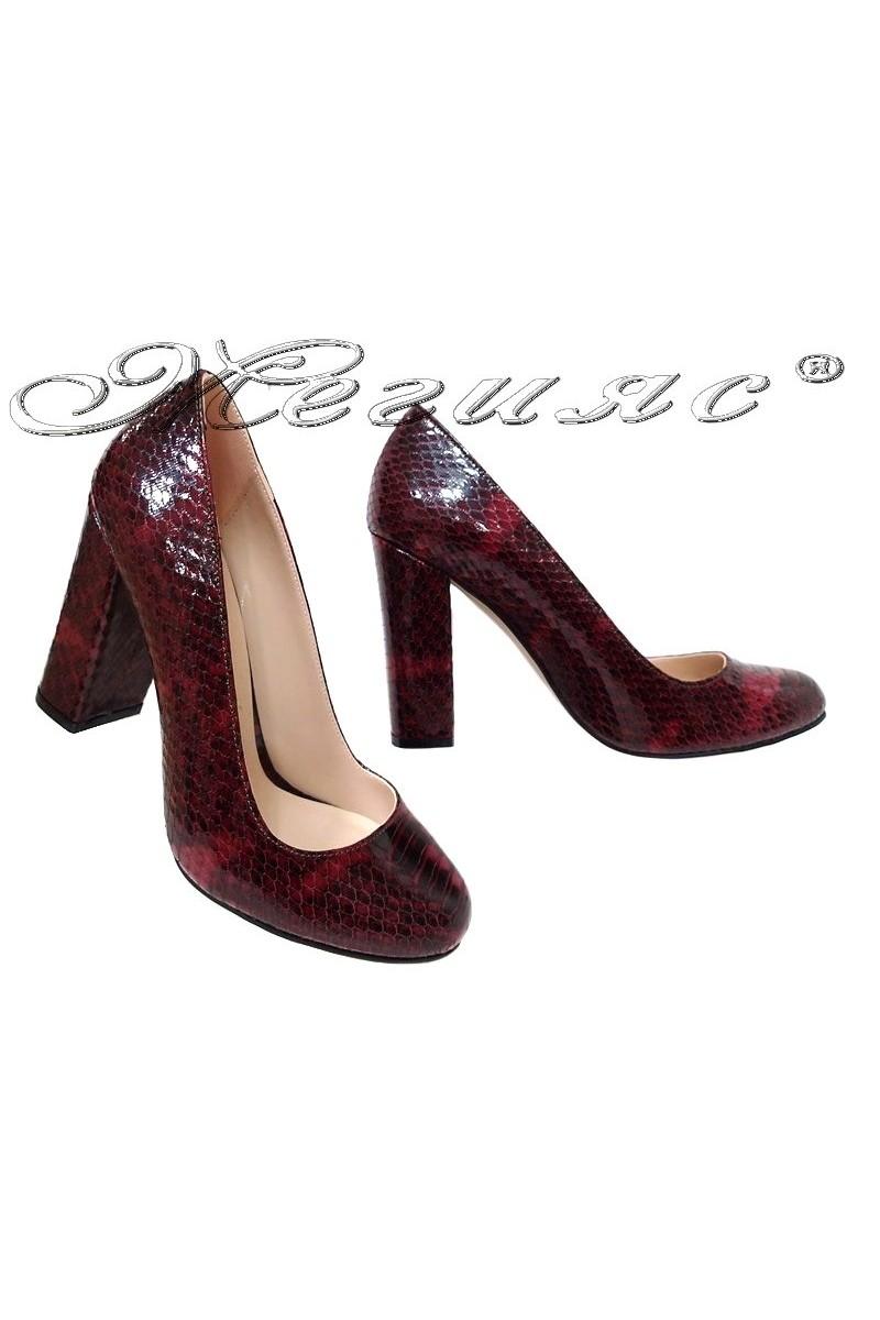 Дамски обувки 508 бордо змия от еко кожа с широк ток