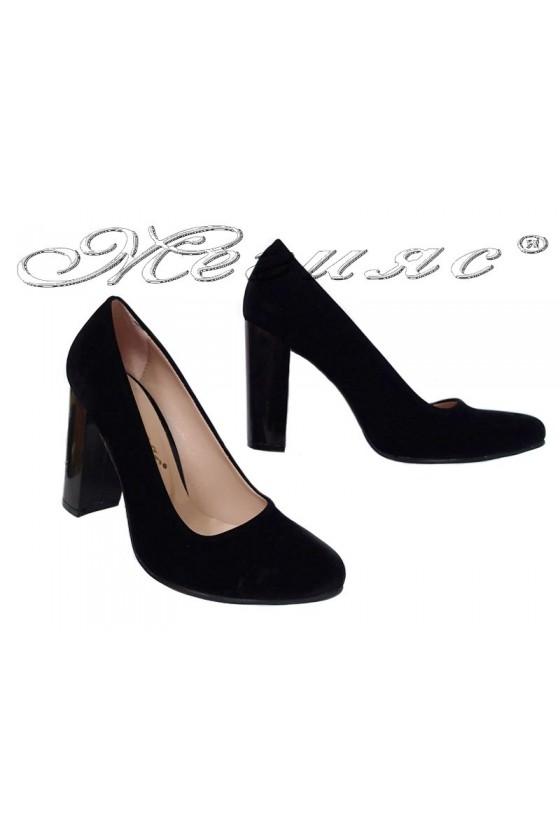 Дамски обувки 706 черни велур на широк ток