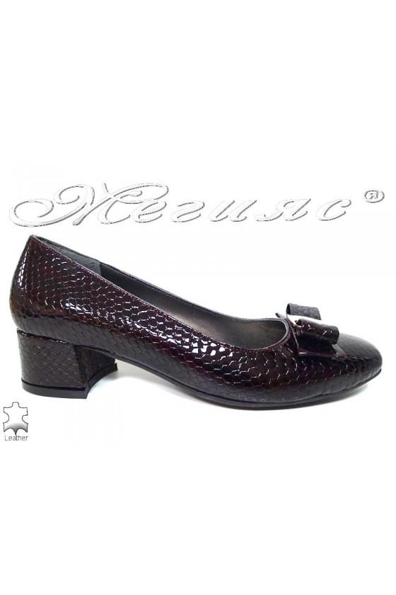 Дамски обувки 539 бордо елегантни естествен лак змия
