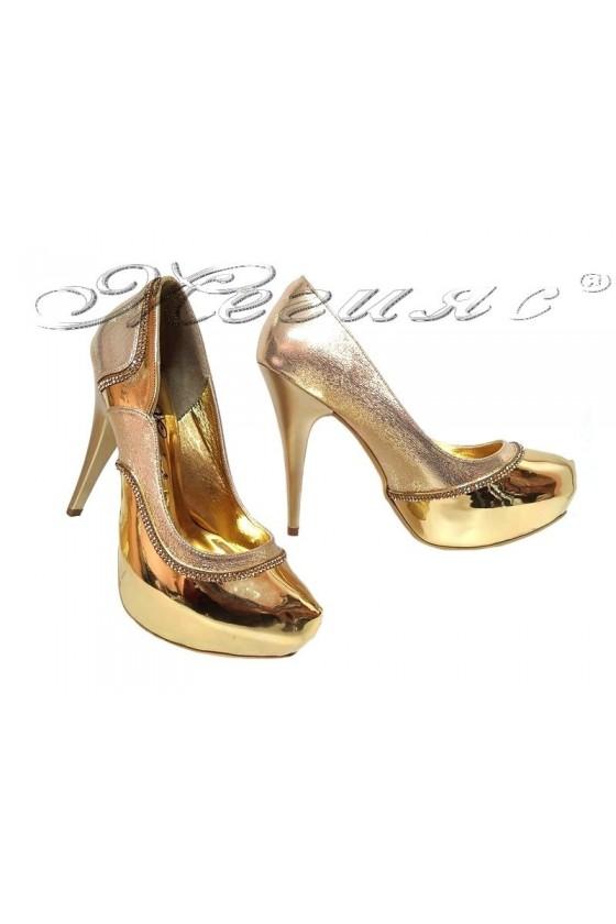 Дамски обувки 171 златисти елегантни с висок ток и платформа от еко кожа