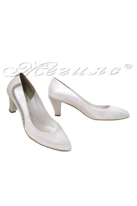 Дамски обувки 326-нисък ток бели с декорация от камъни