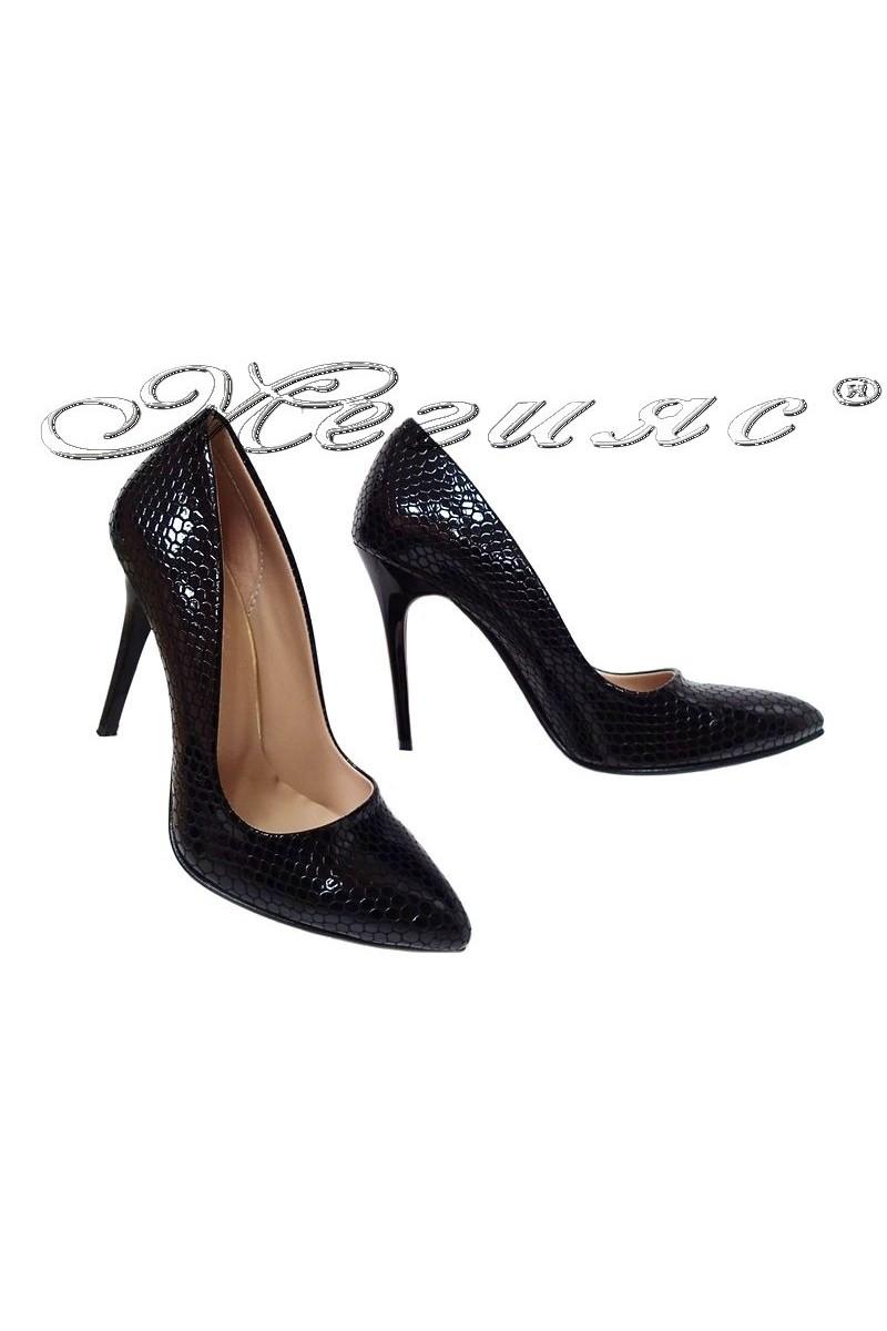 Дамски обувки 050 черни змия елеганти с висок ток