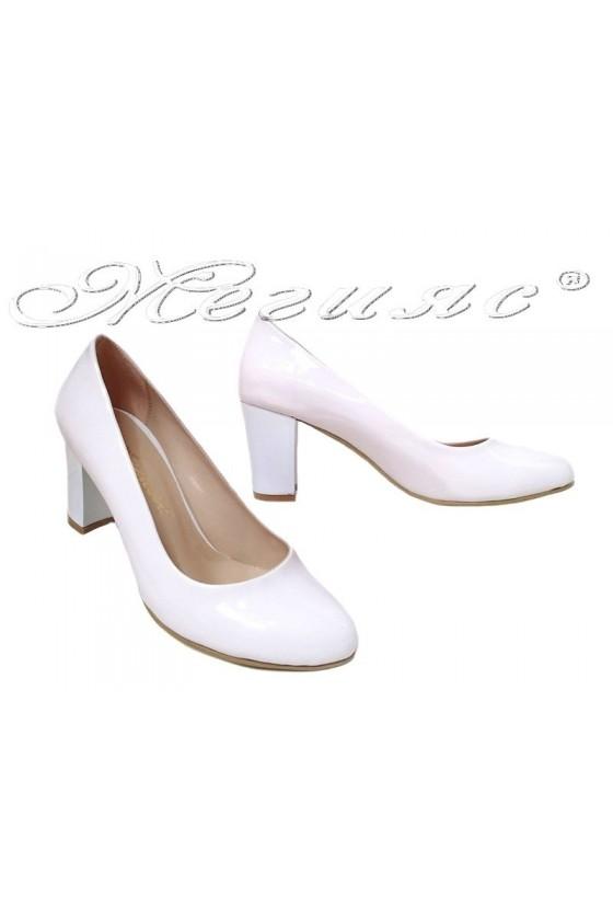 Дамски обувки 99 бели лак с широк ток
