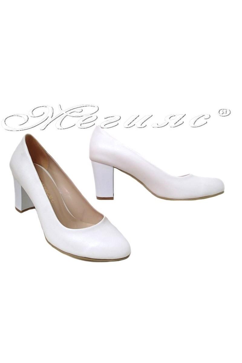 Дамски обувки 99 бели мат  с широк ток