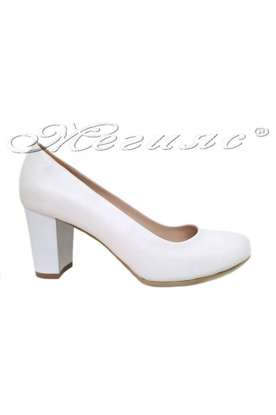 Дамски обувки широк ток бяла кожа 99