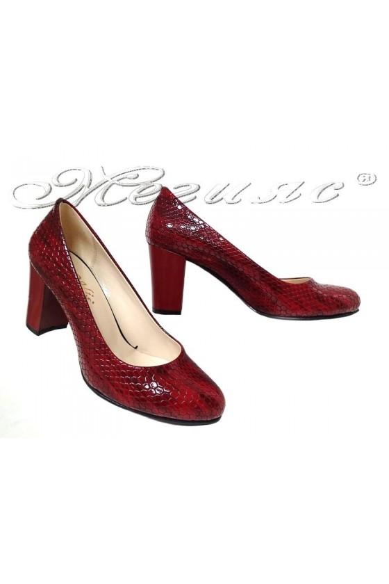 Дамски обувки 99 червен лак с широк ток