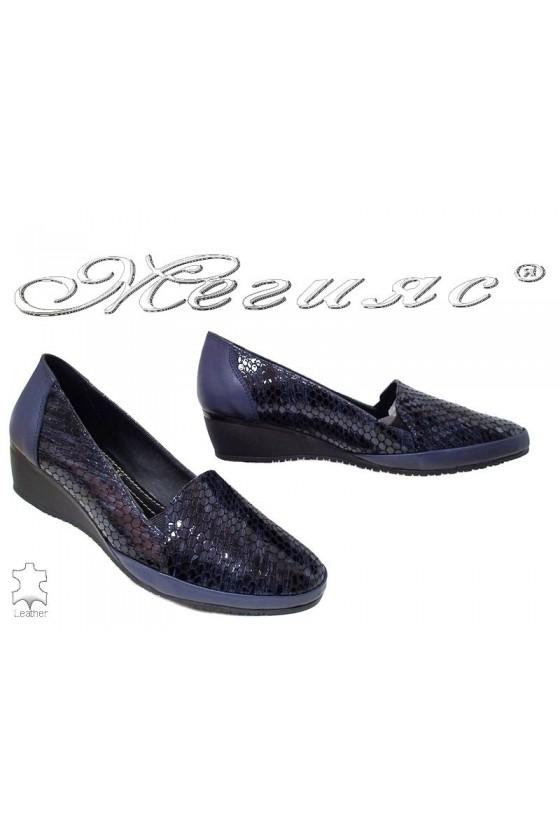 Дамски обувки 1050-139-38 сини естествена кожа с лак змия на средна платформа