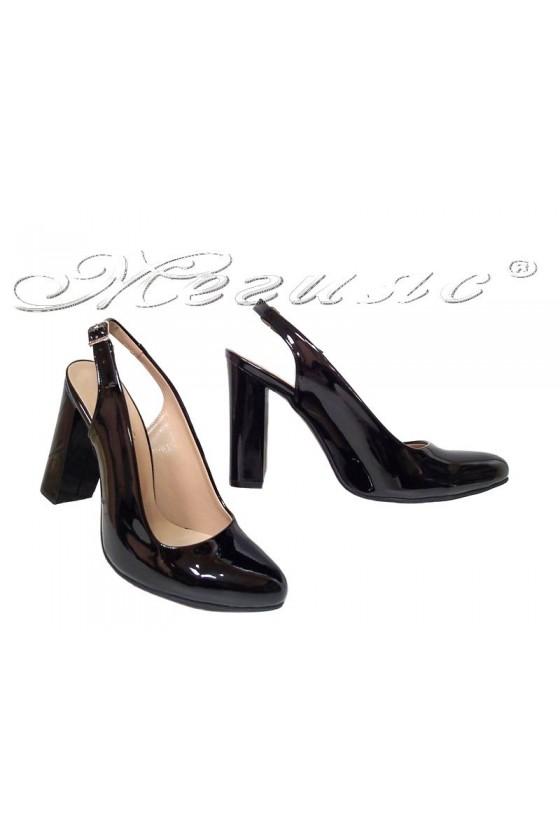 Дамски сандали Дал.206 черни лак с широк ток