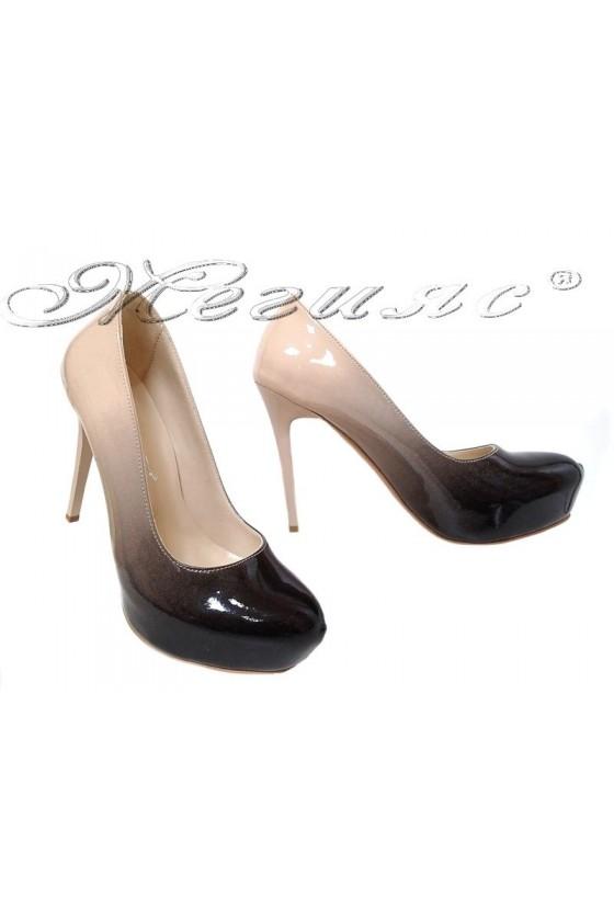 Дамски обувки бежови преливащ лак с висок ток и платформа