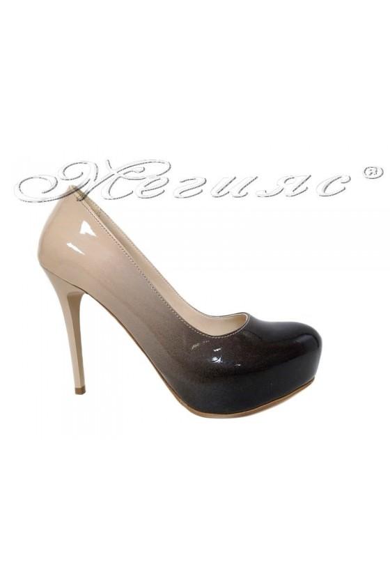 Дамски обувки бежови преливащ лак с висок ток и платформа 019
