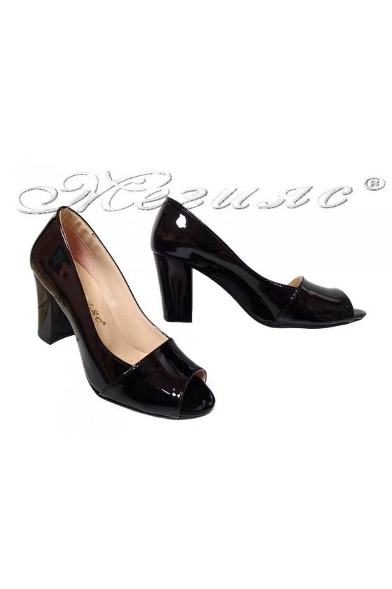 Дамски обувки 012 черни лак без пръсти с широк ток