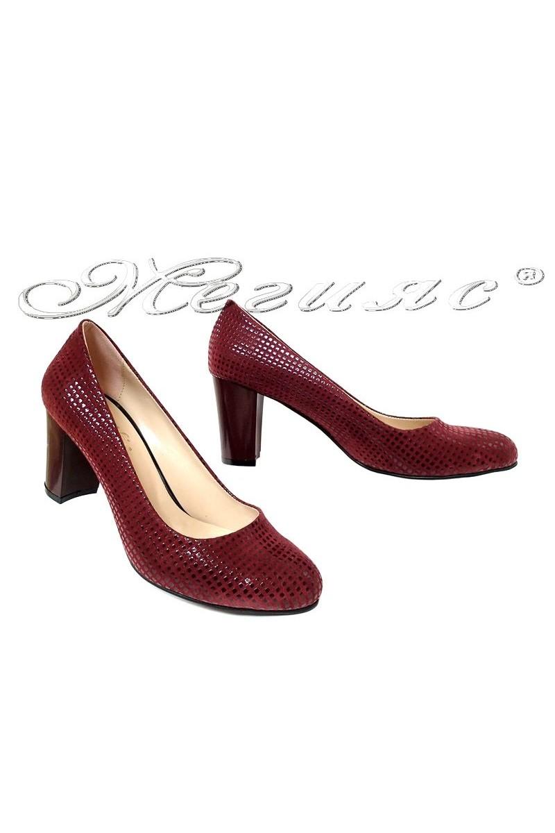 Дамски обувки 99 бордо релеф с широк ток