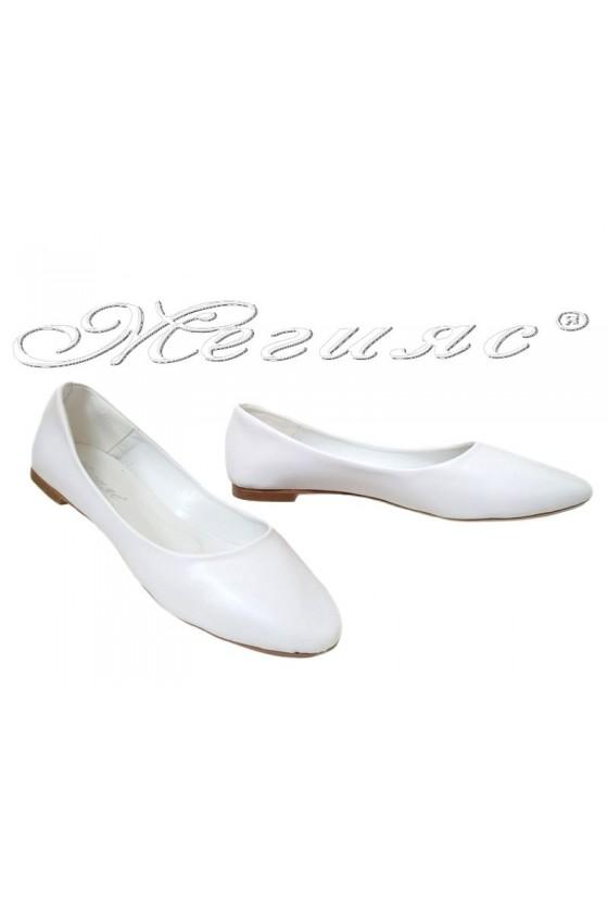 Дамски обувки XXL 101 бели мат равни