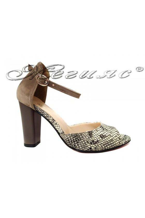 Дамски сандали 013105 кафяви с шарка от еко велур елегантни с широк ток