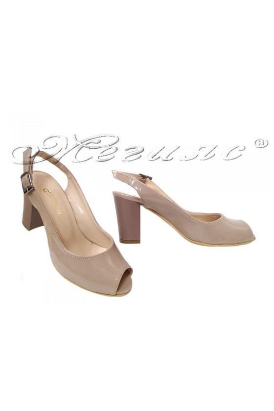 Дамски сандали 95 бежови лак с широк ток