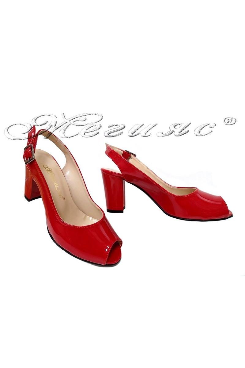 Дамски сандали 95 червени лак с широк ток
