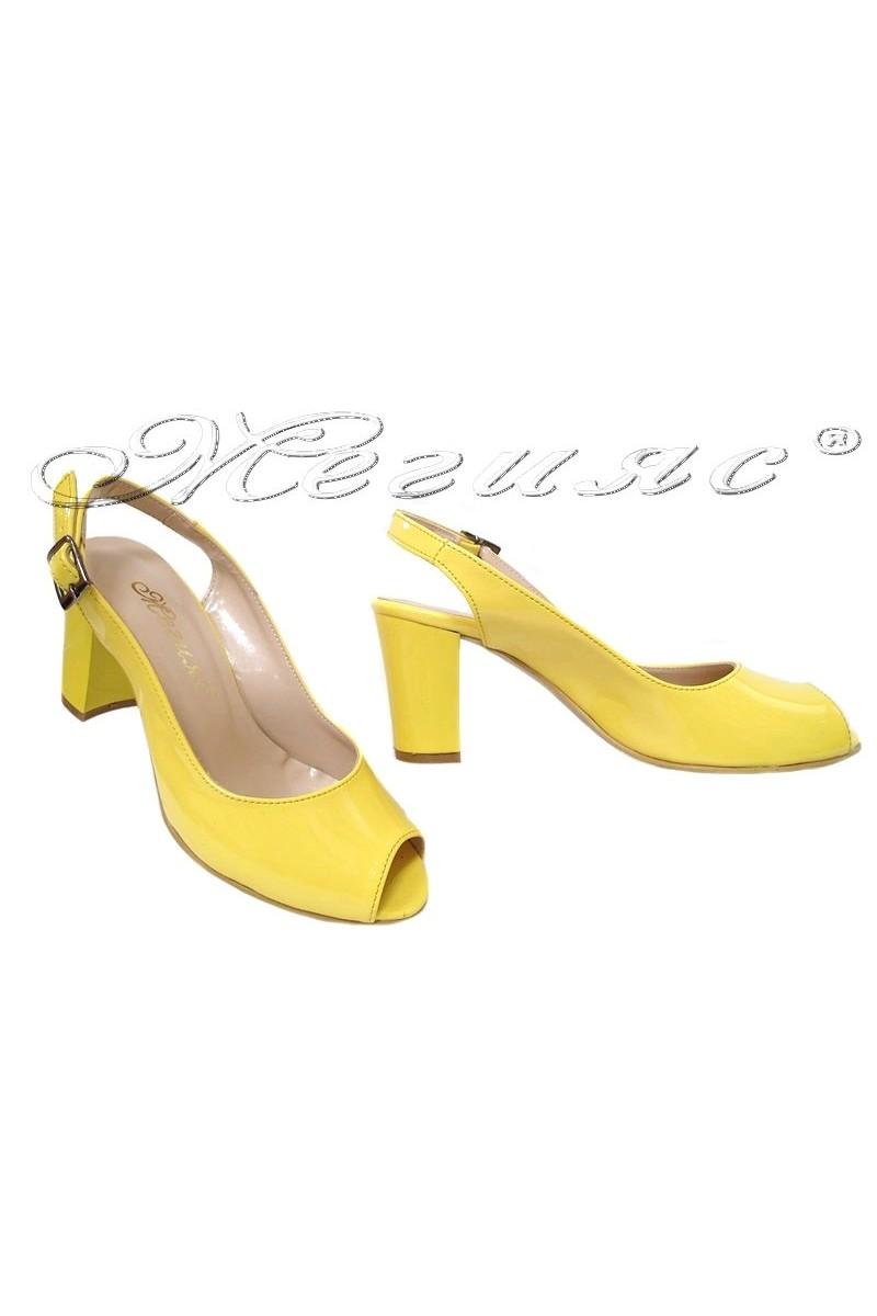 Дамски сандали 95 ярко жълт лак с широк ток