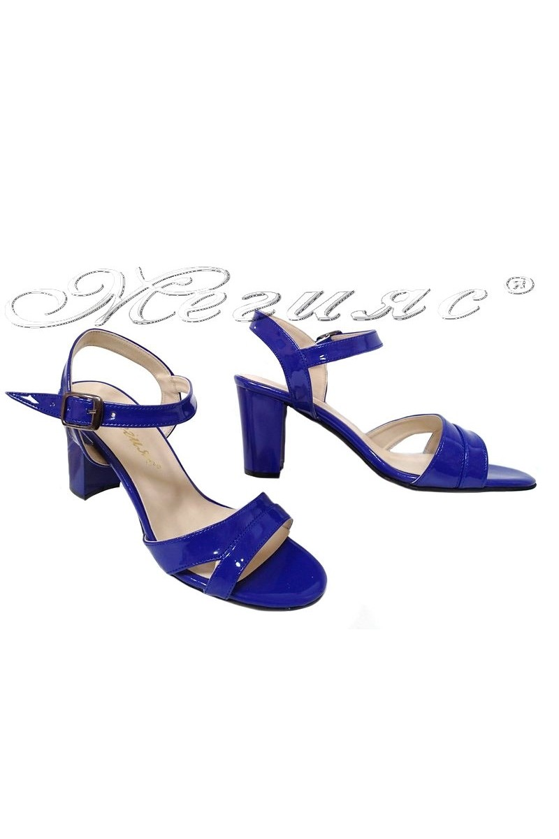 Дамски сандали 8070 средно син гладък лак с широк ток