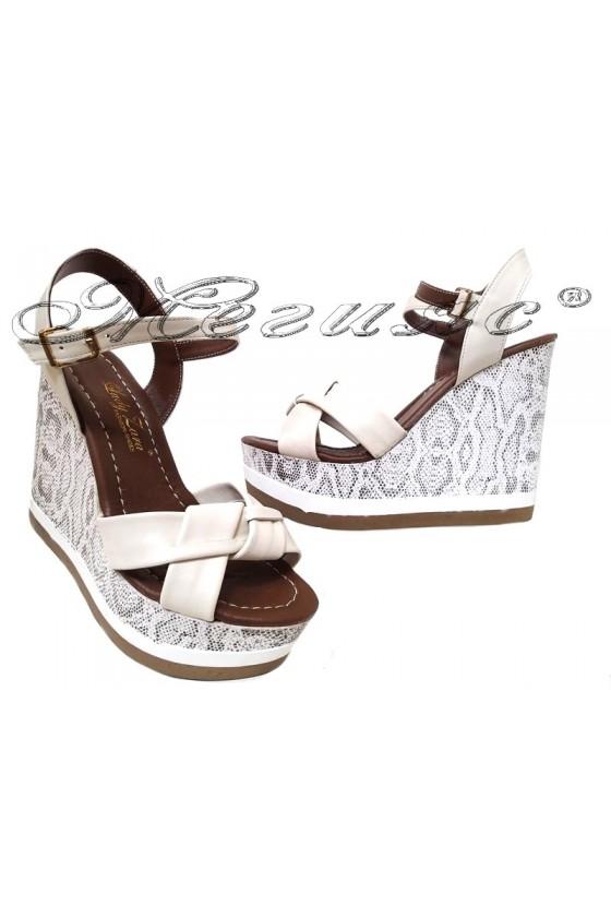 Дамски сандали 1125 на платформа в бежов цвят