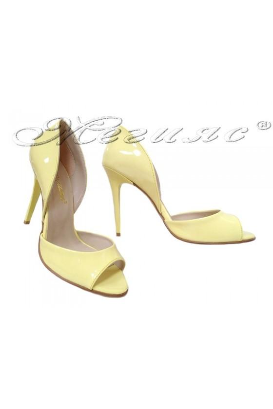 Дамски сандали 282 светло жълт лак елегантни с висок ток