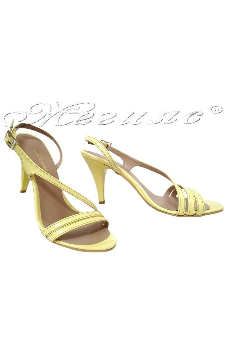 Дамски сандали 106 светло жълт лак елегантни с висок ток