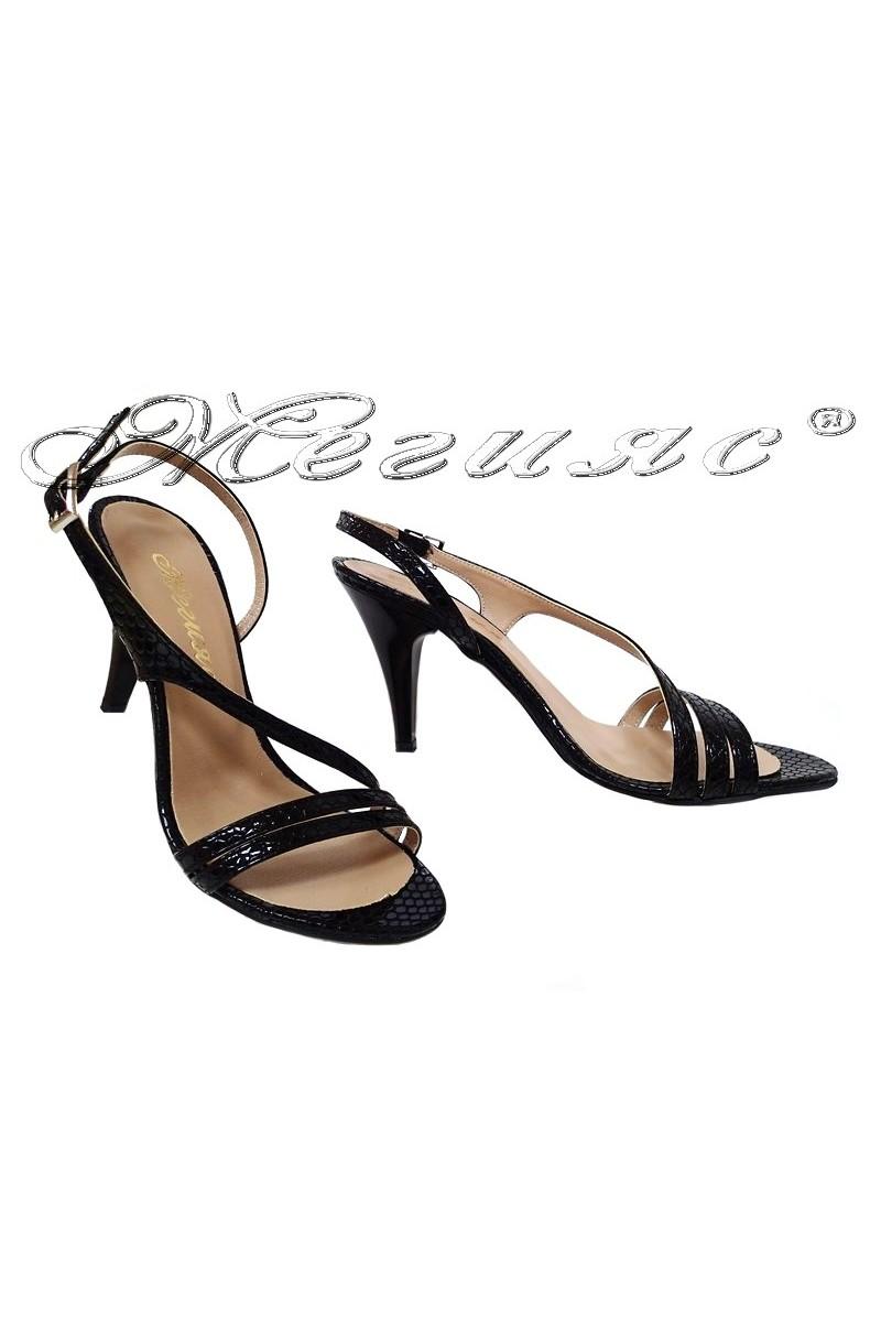 Дамски сандали 106 черни змия лак елегантни с висок ток