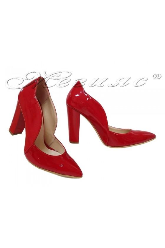 Дамски обувки 198 червени лак елегантни остри с широк ток