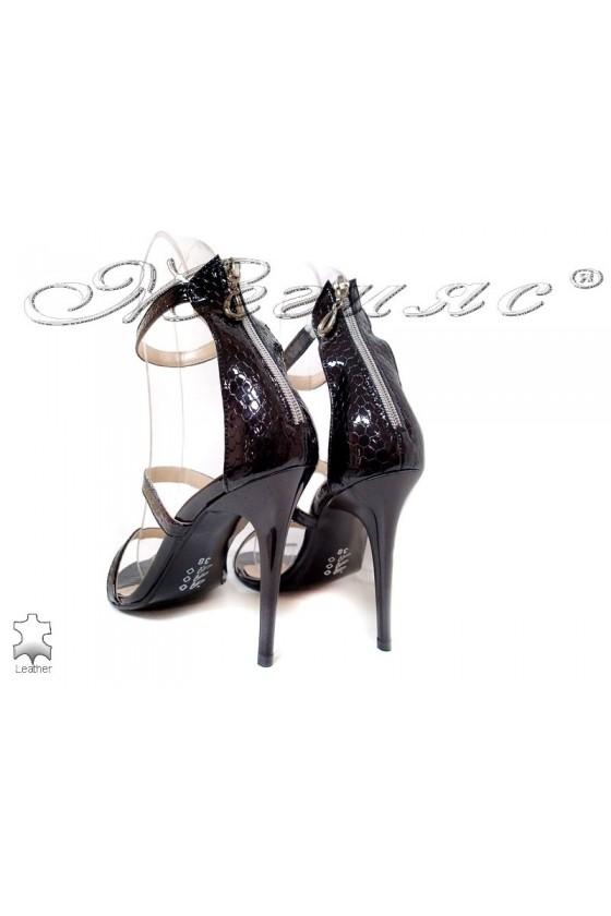 Дамски сандали 130-50 черни змия естествен лак елегантни