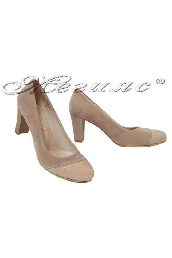 Дамски обувки 011213 бежови набук с лак с широк ток