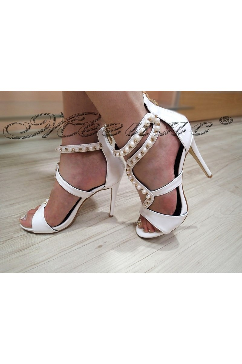 Дамски сандали WENDY 2016-21 бели на висок ток