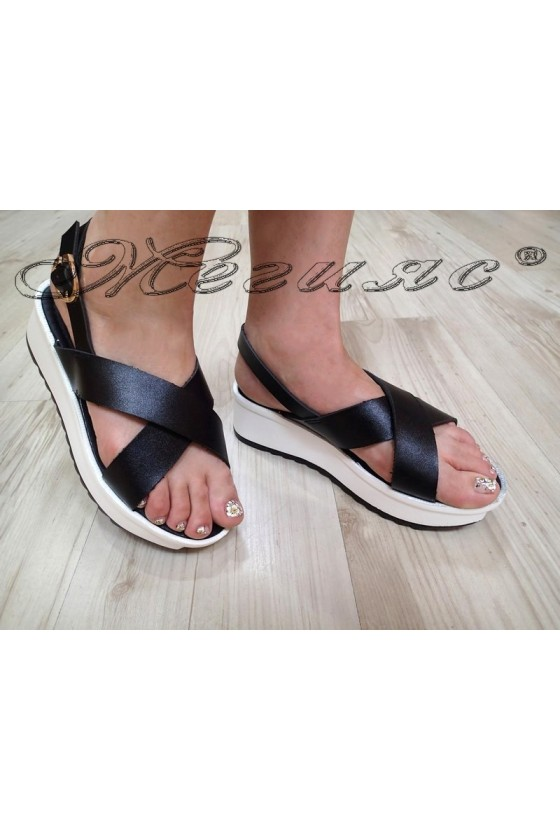 Дамски сандали 20S16-69 черни на дебело ходило