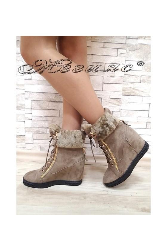 Lady boots Christine...