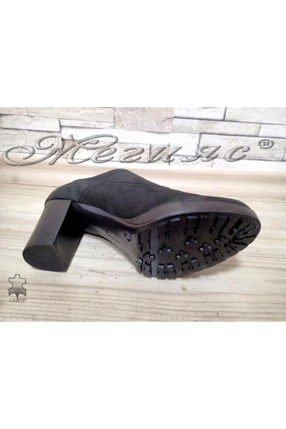 Дамски обувки 14205.2444 естествен набук среден широк ток