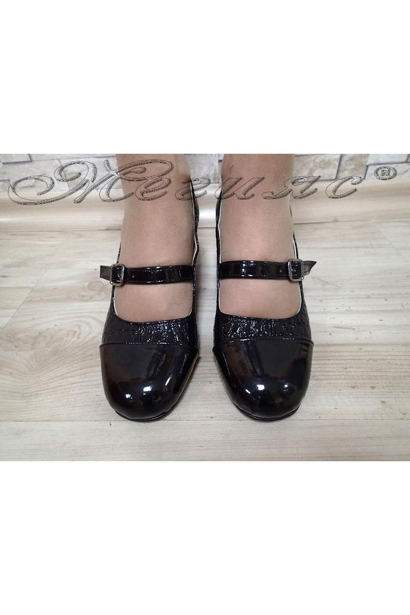 Дамски обувки 301-А черни кроко лак с широк ток