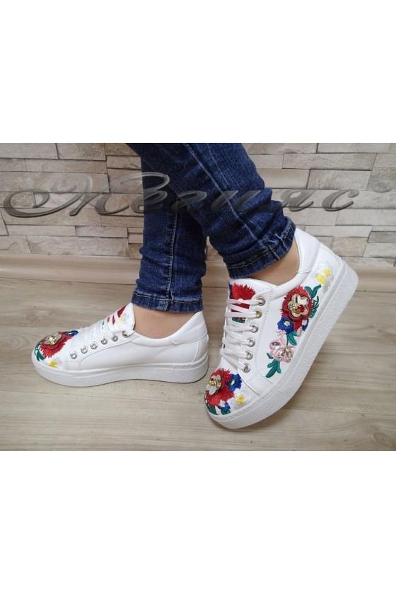 Дамски спортни обувки 35 бяло с цветя от еко кожа