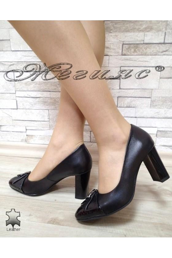 Дамски обувки 126-0150 черни от естествена кожа с широк ток