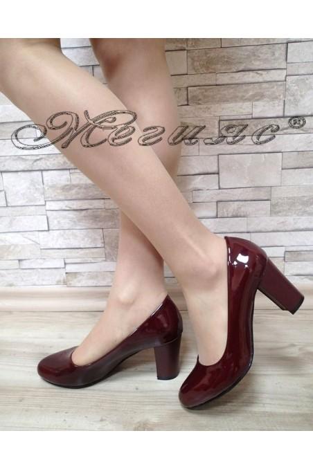 Дамски обувки 99 бордо лак с широк ток