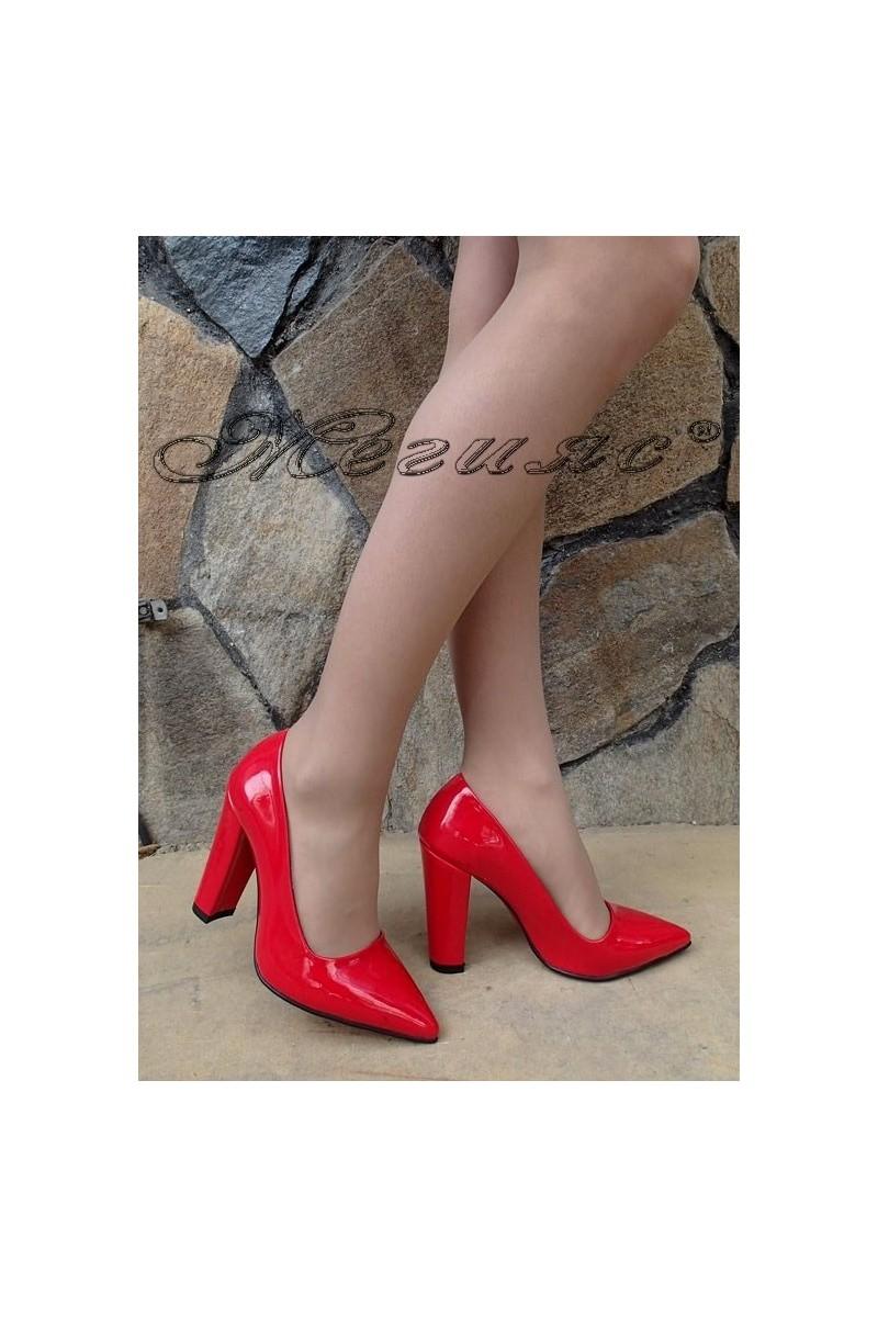 Дамски обувки 702 беижови лак с дебел ток