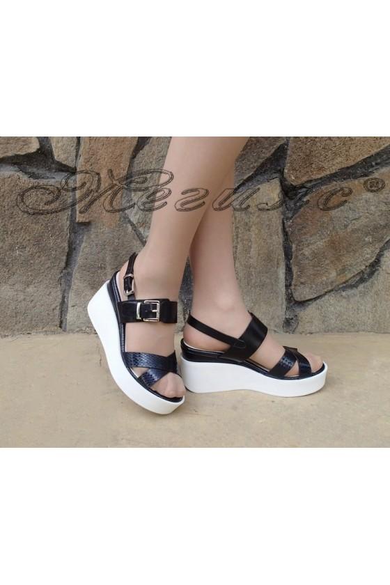 Дамски сандали Carol S1720-145-1 черни от еко кожа на средна платформа