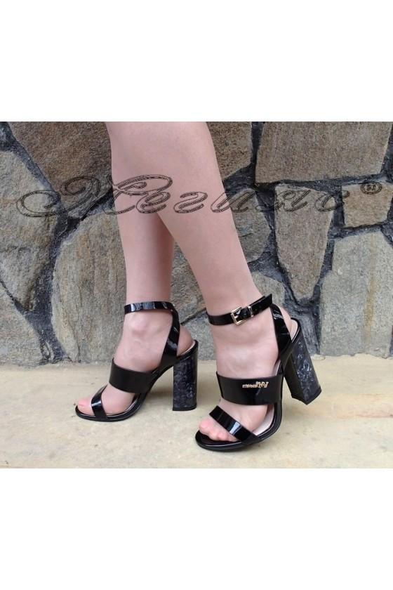 Дамски сандали Carol S1720-138-1 черни лак елегантни с широк ток