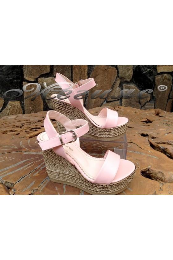 Дамски сандали 135 пудра от еко кожа на платформа