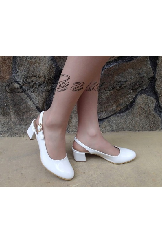 Lady sandals 907 white patent with middle heel