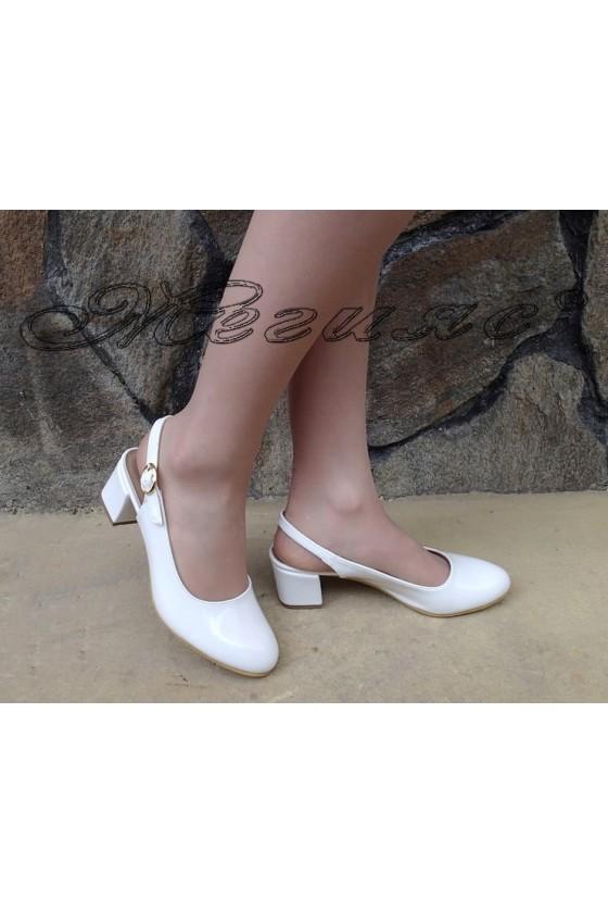 Дамски сандали А-907 бели  лак от с широк ток