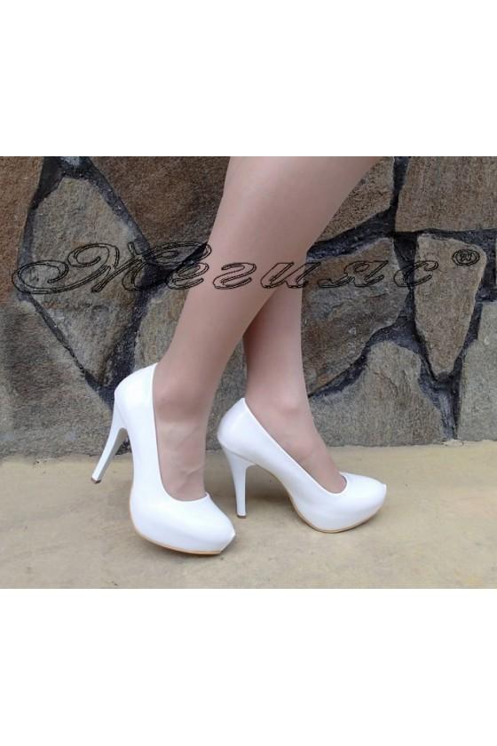 Дамски обувки 500 бели лак елегантни на ток